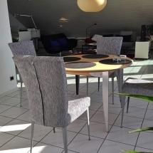 Neue Esszimmerstühle passend zum Esstisch. Stühle neu polstern lassen.