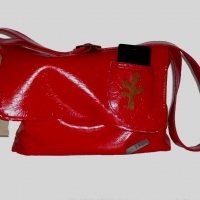 grosse rote Tasche