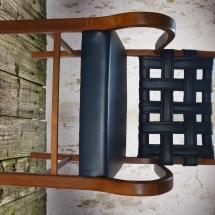 Stuhl mit Armlehnen und Leder