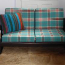 Sessel mit Holzarmlehnen