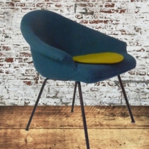 Sessel mit Stahlrohrbeinen