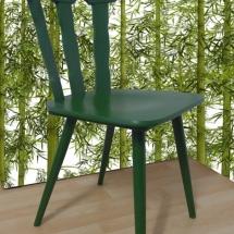 grüner Holzstuhl